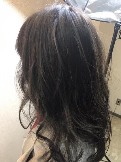派手すぎない暗めのハイライトで落ち着いたスタイルの中にハイライトで動きをだしました✨✨ Agu hair three所属・トップスタイリスト★英山大樹のスタイル