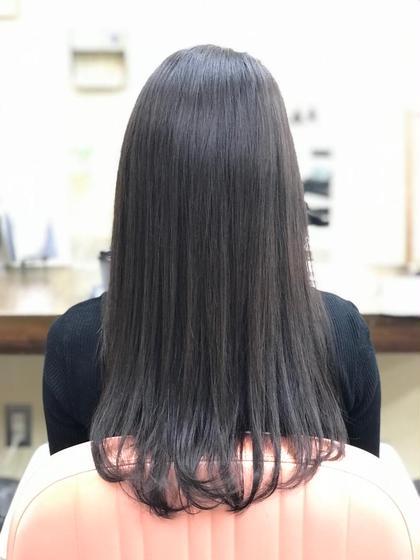 髪の毛はロングの状態で毛先に動き出しやすくカットしています。カラーはブリーチ無しでツヤ感を出してナチュラルな色味に染めました。 HAIRESTHESALONGROSS所属・半井健太のスタイル