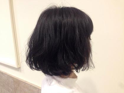 黒髪でもゆるーくパーマをかけてあげるだけで、重ためだった冬スタイルから抜け感の出る春スタイルにチェンジできます c's所属・門脇志麻のスタイル