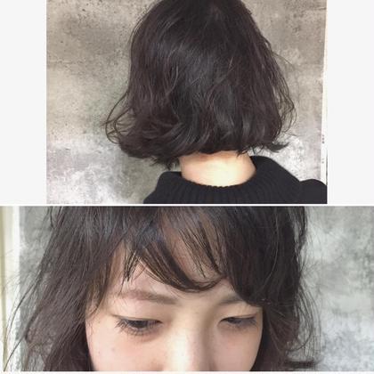 カラー ショート パーマ Real salon work ふわくしゅなクセ毛風パーマ ザクっと前髪にスキマを作る。  ラフドライして根元〜中間にwax。パーマを出そうとしない事がポイント。 #NAKAIstyle #ボブ #パーマ #前髪 #ランダムバング #お客様カットパーマ