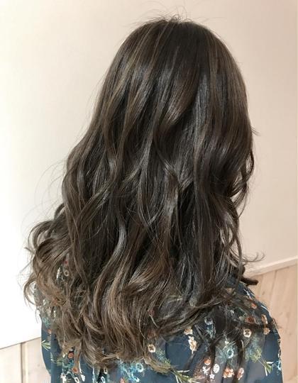 カラー ミディアム                         💜透明感カラー💜           夏のオススメ⭐︎ハイライトたっぷり⭐︎                               グレージュカラー              赤みが強い髪の毛でもブリーチハイライトで                                   赤味を撃退💘                            是非お任せ下さい⭐︎