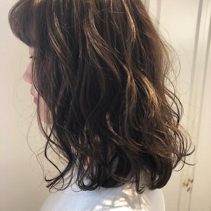 アッシュグレー パーマ風巻き髪 Tastyprivategarden所属・片岡千晶のスタイル