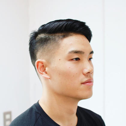 サイド1mmからのフェード  ツーブロックのサイドパート   ✨通常価格5500円が今だけ無料✨MENSカットモデル募集✨  施術料金無料でメンズカットモデルを募集いたします。 当方、歴20年で新規オープンした店舗オーナーです。 当店HP http://barber-b.com ある程度ご希望の方が集まれば募集終了いたします。  条件は ・料金は無料(無料でのご利用は一回限り) ・20歳以上の男性 ・カット、シャンプー、スタイリングのみの施術です。シェービング、カラー、パーマの施術はございません。 ・当店、男性向けbarberサロンの為、バリカンを使った刈り上げスタイルで、フェード、 2ブロック、BOZU、ソフトモヒカン等ご希望の方(バリカンの長さはできれば1cm以下)限定とさせていただきます。 ご来店前に、大体ご希望スタイルをお聞きします。スタイルによってはお断りする場合もございます。 ・平日10時から19時までの受付 ・カット中及びカット後、撮影をさせていただき撮影した写真をInstagram等のSNSにアップさせていただきます。 ・ご予約確定後のキャンセルはお断りしております。 ・クレーム、お直し等は受け付けません。 ・施術+撮影で所要時間1時間程です。 ・場所は、東急東横線学芸大学駅から徒歩1分です。交通費は御負担ください。  上記の条件を全てご了承いただける方、ご連絡お待ちしております。 すぐ予約枠以外でも予約可能な場合もございますのでお気軽にお問い合わせください。  よろしくお願いいたします。 b.TAKEのメンズヘアスタイル・髪型
