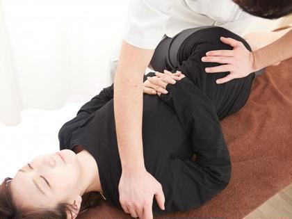 【初回限定】身体の歪みを根本改善❗️ 整体・骨盤調整60分🦴ストレッチで更にスッキリ😆〈骨格矯正 マッサージ〉
