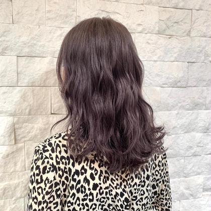 キンキンに抜けきったブリーチ毛をグレーに✨ 暗めでも透明感🙌🏻 Lyuckhairandnail所属・スギモトマナのスタイル