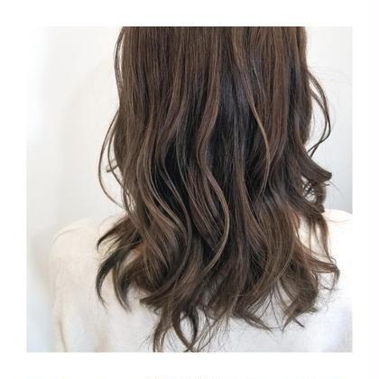 太めの 馴染ませナチュラルハイライトカラー☺ カラーの褪色とともに よりハイライトもハッキリ見えてきます🙌💓 knot hair&products所属・佐藤晶帆のスタイル