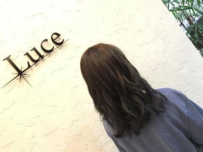 全体を流行りのアッシュに、ハイライトを しっかりめにいれた外人風カラーです! Hair&Nail anchor所属・西沢彩花のスタイル