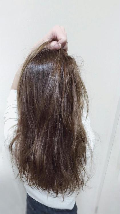 ハイライトをグラデーションにいれてナチュラルにカジュアルに仕上げたカラーになります。透明感のでるグレージュで染めてます。赤味を消したい方などにオススメです。 Hair Design Clover所属・河本京一郎のスタイル