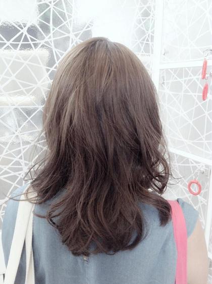 全体にアッシュcolorをオン♡ウェーブhair♡ H+所属・清水りさのスタイル