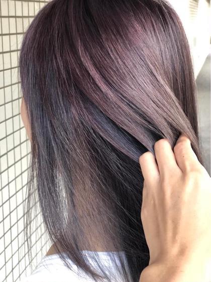 カラー ミディアム ⚠️ブリーチは別途料金⚠️ ブリーチ必須のカラーですが大人気のカラー💛🧡💚 紫系で攻めたカラー🌈🌈💇 表面赤紫からチラ見せインナーカラーの青紫がポイント💕✨ 風に吹かれてチラっ巻いても可愛いお洒落女子必見のカラーになっております😜💓💓💓