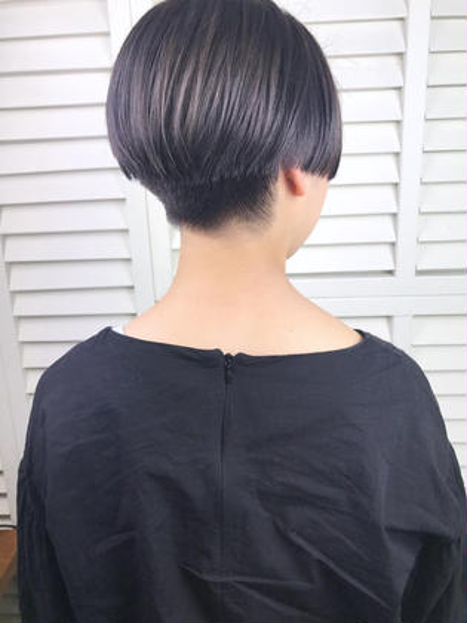 その他 カラー ショート パーマ ヘアアレンジ Real salon work💈 【 short / bleach / lavender gray 】 . 直線的なラインと刈り上げでつくる モードなショート✂︎ . bleach on lavender gray✔️