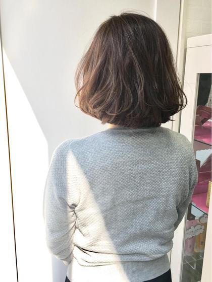 カラー ショート こちらはアディクシーではなく、オルディーブの「センシュアルアイシーグレイ」で白髪も染めています☆ 柔らかさが出るのが特徴です♪