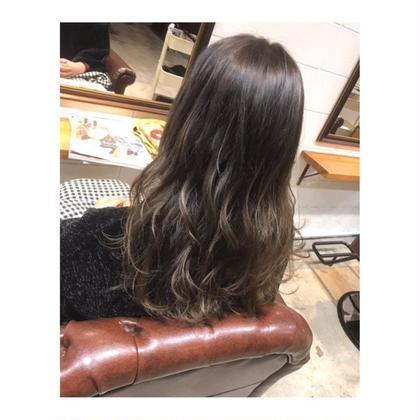 カラー ロング long style . color 【 gradation ash ✨】    定番のグラデーションカラー💓   上を落ち着かせることで、 毛先が明るくても 派手に見えません。   そして、 巻くと抜群に可愛いです!!✨
