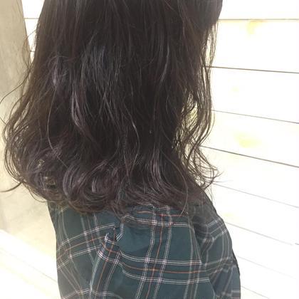 コテで巻いたようなナチュラルパーマ🌱 毛先のまるっが可愛い💞 学校やお仕事で髪色が厳しい、、、という方はパーマで雰囲気を変えて見ませんか?? 是非ご相談くださいませ🕊 くろだせなの