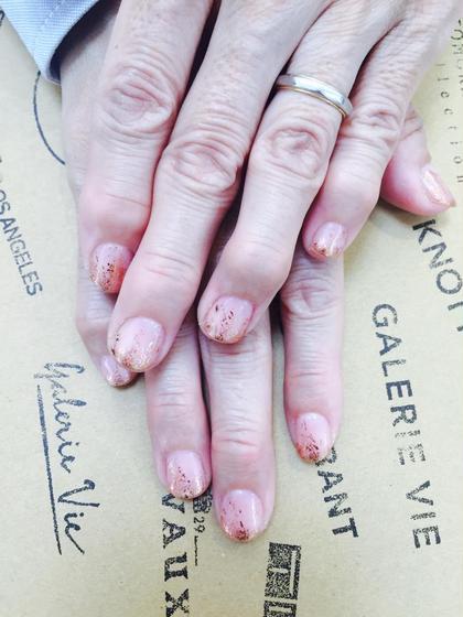 指が綺麗に見えるヌーディーピンク♡ 10月注意はホイル無料でやってます☆ Muse by KENJE所属・鈴木志応莉のスタイル