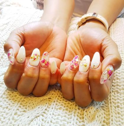 ホワイト×ピンクで爽やかな夏ネイル✨ nailsalon Lynel所属・橋本香織のフォト