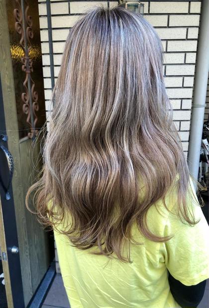 ブリーチでハイライトを全体に入れて、その上からカラーする事で透明感のある仕上がりに✨ 白髪のある方でも大丈夫です🙆♂️      *縮毛矯正、黒染めの方はオススメしません。