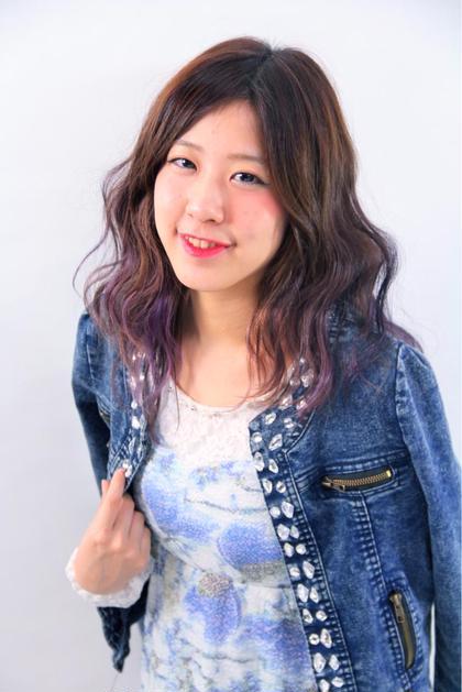 今流行りの波ウェーブ♡  アイロンで意外と簡単に出来ます! ふわふわに可愛く(*^o^*)  loops hair所属・永柳里沙のスタイル