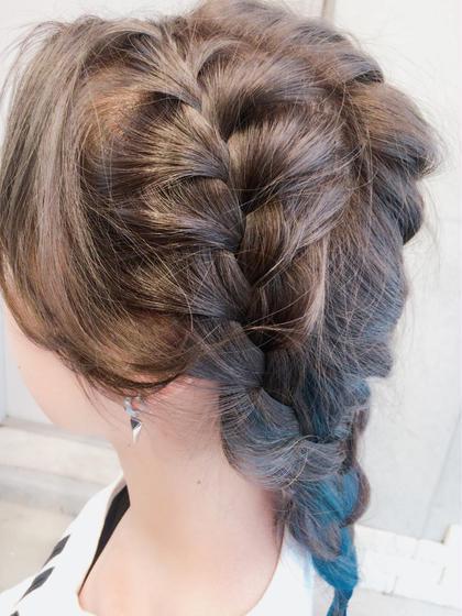 全体編み込みヘアセット♩ ダブルインナーカラーで鮮やかな ブルーを入れておしゃれスタイル♡ LIBERTY-A 西大島所属・伊藤芳 トップデザイナーのスタイル