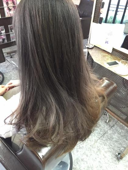 グレーからのグラデーションカラー★ elde 9's hair stand所属・西里幸朗のスタイル