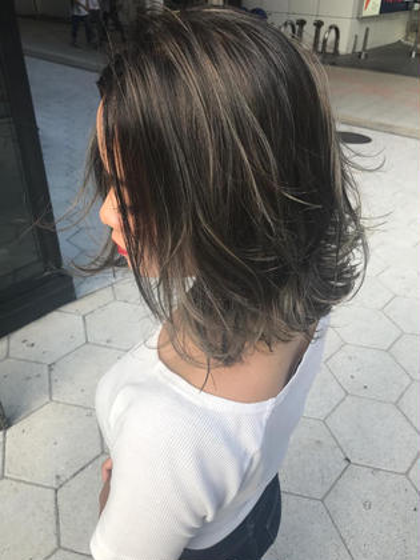 高橋亮子のセミロングのヘアスタイル