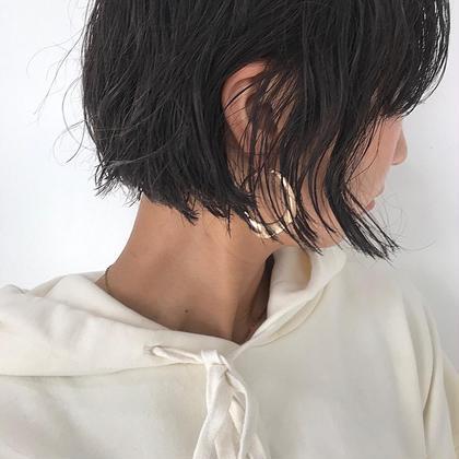 ニュアンスパーマとミニボブの相性◎ . 寝起きなのかな、ってくらいの隙のあるヘアってほんとかわいい、、 . 似合うボブのラインはそれぞれ違って 好きなパーマの質感もタイプがあるとおもうので、しっかり共有しながらご提案できたらなとおもいます^^ . . .  #hair #hairstyle #hairstyles #hairarrange #haircolor #haircut #bobhaircut #bob #ヘアカット #ヘアカラー #ハイライトカラー #ヘアアレンジ #ボブアレンジ #ボブ #ボブヘアー #ミニボブ #グレージュカラー #グレージュ #ベージュカラー 石橋美香の