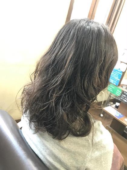 硬い髪も柔らかくパーマスタイルが楽しめる(^.^) アルカリを使用していないのでダメージを軽減できます。