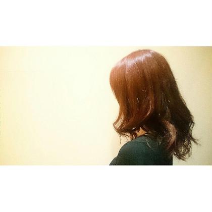 深い赤みと艶感です。 NAP hair所属・佐藤杏丸のスタイル