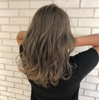 セミロング 夏に可愛すぎるハイライトグレージュ🌟  お客様の理想のヘアスタイルを、本気で一緒に考えて創り上げていきます✨✨. . 僕のお客様は、髪の赤みが原因で、理想の髪色にならずに悩まれてる方がほとんどです‼️🙏. . 今までの美容室に満足してない方‼️. 是非僕にご相談ください✨👌. . 今までの美容室史上、最高の髪色にして可愛く綺麗することを約束します…❤️👍. . 赤みゼロの外国人のような柔らかいカラーでイメチェンしましょう✨🙆♂️. . . 是非何でもご相談下さい⭐️ . . instagram 【hayachoki】 . カラーの相談も受け付けます!お気軽にご連絡ください💡 . RAF  TOKYO トップカラーリスト hayato .