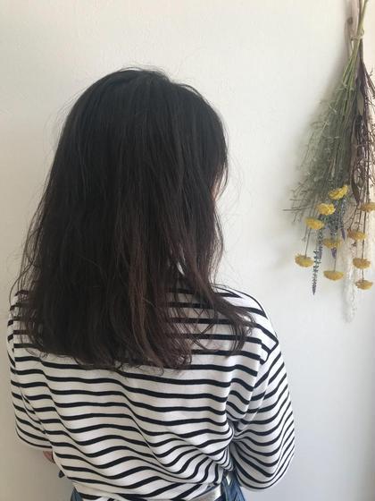 これから生えてくる髪の為に炭酸スパで頭皮の皮脂を綺麗にし血流を良くします✨ MusebyKENJE所属・村田華菜のスタイル