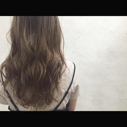 カラー セミロング ミディアム ロング Real salon work✂︎ [ハイライトグラデーション×アッシュグレージュ☆]  全体ブリーチ毛の伸びてきた、 黒髪部分の根元〜中間にグラデーション状にハイライトを配置☆ 退色後、根元が伸びてきても目立ちません☝︎ カラーは、グレーベースにラベンダーで黄味消し☆ ハイトーンアッシュグレージュでメイク☆ . . #NAKAIstyle #ハイライト#カラー#黄味消し#ハイトーン#アッシュ#グレージュ#外国人風#大人カラー#ヘアスタイル#ロングヘア#ハーフウェット#プロダクト#カジュアル#お客様カラー