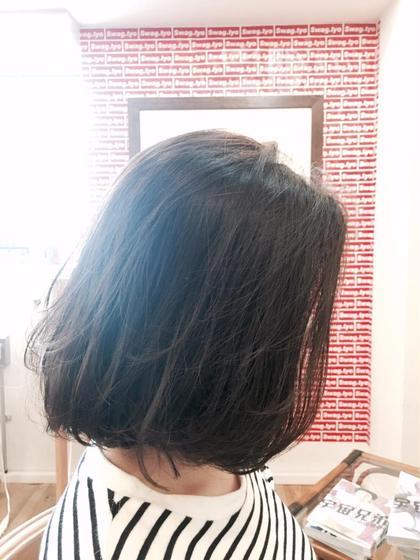 切りっぱなしBob Style x Dark Greige 広がりやすいクセの強い方はナチュラル縮毛矯正+デジタルパーマで朝起きて乾かすだけの簡単スタイルでオススメです! Ynnie所属・TakumiYnnieのスタイル