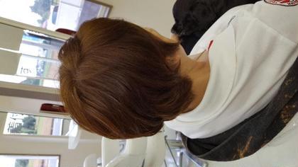 グレーからにもイルミナで! 白髪染めはどうしても暗くなってしまいます。が!イルミナカラーならここまでの明るさが可能です。 こちらもイルミナカラーでダブルカラーです!  マニキュアで白髪染め、カラーで白髪染めされている方は1度そちらこ除去することが必要になります。
