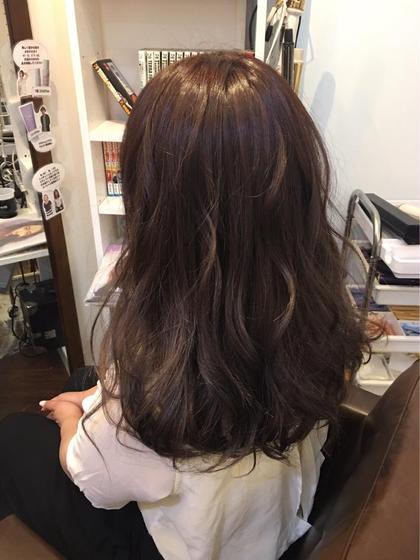 ハイライト盛りだくさん 柔らかい透明感のあるグレージュカラー hair salon dot.tokyo所属・田中萌子のスタイル