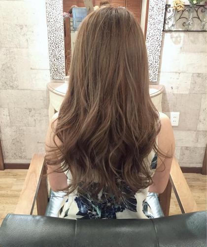 全体のハイライトを施したミルキーベージュ☆ 巻き髪スタイルが多い方や束感が欲しい方におすすめです( ^∀^) ラフィスヘアークラン所属・田村和範のスタイル