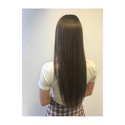 明る過ぎないグレージュカラー✨ 小橋綾奈のロングのヘアスタイル