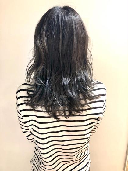 友野卓海のセミロングのヘアスタイル