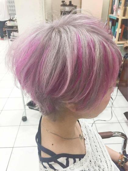 カラー ショート ピンクのハイライトホワイトカラー、ショートスタイル