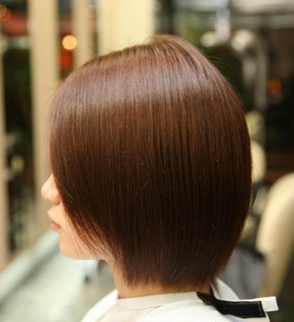 髪にも優しいカラーで、艶のある透き通ったカラーと潤いトリートメントでさらさら、しっとり。 Flower emue東口店所属・平岡都希来のスタイル