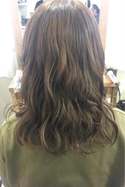 長南磨依のセミロングのヘアスタイル