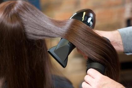 ☆個室で極上グレーカラーor黒髪戻し・ヘッドスパ。女性に弾力とツヤを与え肌色を美しく見せるアミノセラミドカラー根元染め
