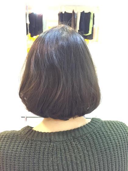 ロングだった髪の毛を30センチカット!毛が細くボリュームが出にくいので量はあまりとらず質感をいれてあげてトップを32ミリのコテで巻いてふんわりと✩! Amour二子玉川所属・高橋麻衣のスタイル
