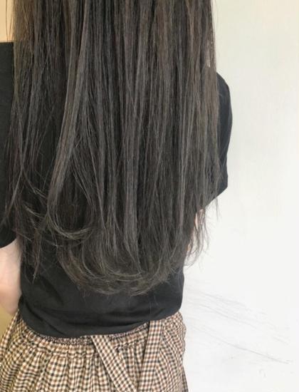 イルミナカラーは色が抜けてしまってパサパサに傷んだ髪でも、たちまち美しいツヤのあるヘアに! ブリーチ無しで透明感をだすのでキューティクルのダメージを最小限におさえることができます。  落ち着いたトーンでも透明感が欲しい方、オススメです☀️  白井大樹のスタイル