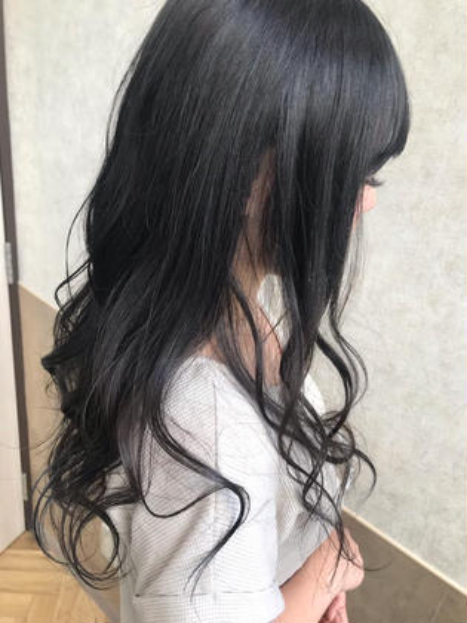 女性らしさを出す艶カラー✨ 暗めのカラーでも重たくならない シアー系カラーです。 BaciamiHair&Spa所属・石原あすかのスタイル