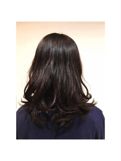 MiyukiIshiiのセミロングのヘアスタイル
