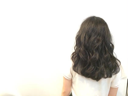 少し重くて固めの髪質だったので、軽さを出しました! 巻いてもあまりボリュームがでないようにトップ周辺しか巻いてないです(≧▽≦) ROOM hair所属・團春華のスタイル