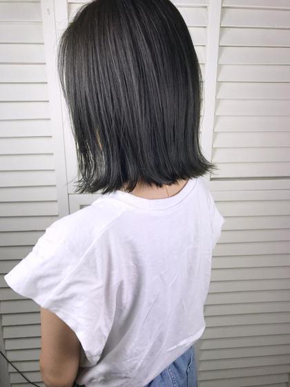 その他 カラー ショート パーマ ヘアアレンジ Real salon work💈 【 bob / dark ash gray 】 . ブリーチなし⭕️ オーダーの非常に多い 『 切りっぱなし × ダークアッシュ系カラー 』 . 切りっぱなしボブは、 やや前下がりにCutしてすそ周りの野暮ったさがでないようにしています☺︎ . 色味は、 アッシュ、カーキ、ブルー、グレーを バランスよくmix☆ . 色持ちも重視させながら黒髪のようで黒髪でない。 暗髪◎大人のお洒落カラー🌿 .