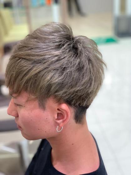 マッシュスタイルです(^^)  元々クセがある方なので広がりやすい サイドやハチ周りはしっかり切り込んで 全体的に前重めで作りました🍀✨  そうしてあげると耳周りのふくらみがスッキリとして プロダクトワックスのようなバームワックスでも メリハリのある束感スタイルが作れます(髪質によります)  また黒染めをしてあった髪の毛を1か月前に染めさせて頂き 現在はこれくらい赤味がとれたとのこと(^^) またいらして頂き大変嬉しく思いました ありがとうございます😊