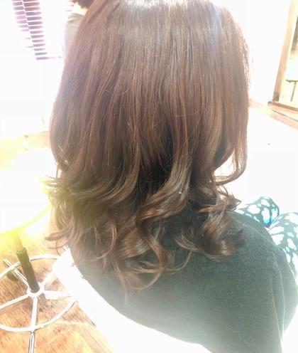 毛先まで艶々! 女性にとって艶髪は永遠のテーマですね♪  LUSTYではダメージの原因となるアルカリという成分が入っていないカラー剤もご用意しております!  ダメージさせずにカラーリングをして艶髪をつくりましょう♪ LUSTY所属・野口光希のスタイル