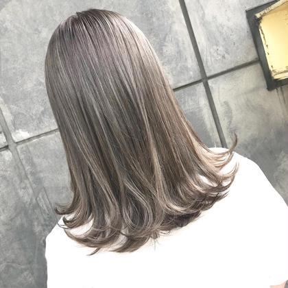 ミルクティーグレージュ オカモトサキのミディアムのヘアスタイル